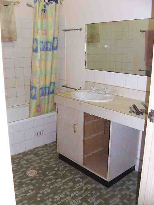 Amazing DIY Small Bathroom Renovation 500 x 667 · 16 kB · jpeg