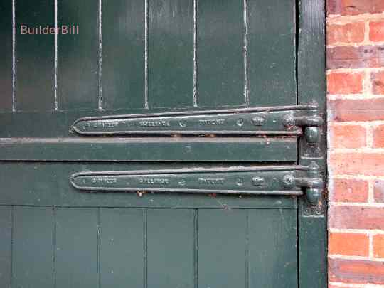 nicely detailed hinges.