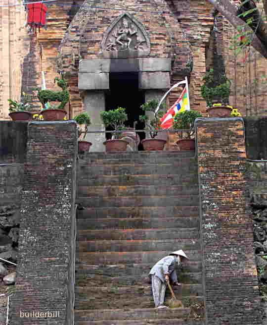 po nagar, entrance to the main north  tower