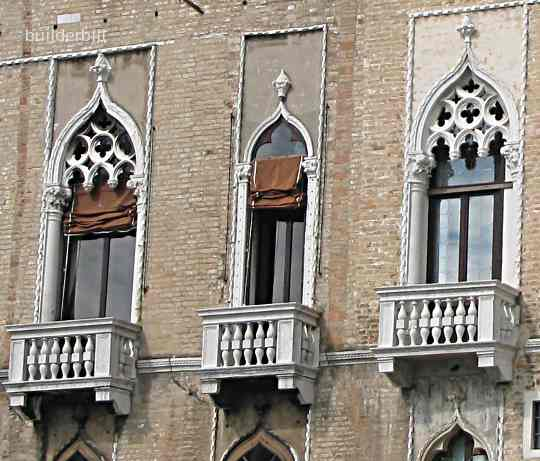 ogee arched windows in Venice