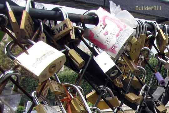 lover's padlock's in Paris
