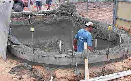 Shotcrete concrete swimming pool