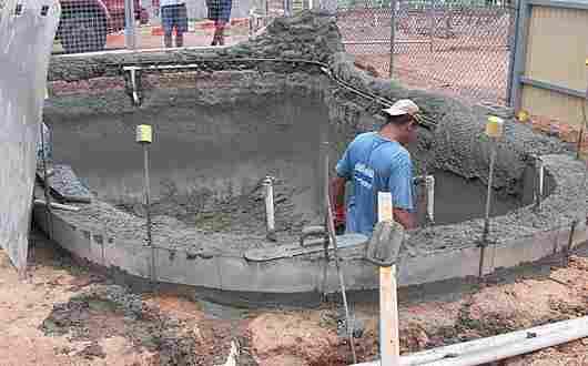 Shotcrete concrete swimming pool