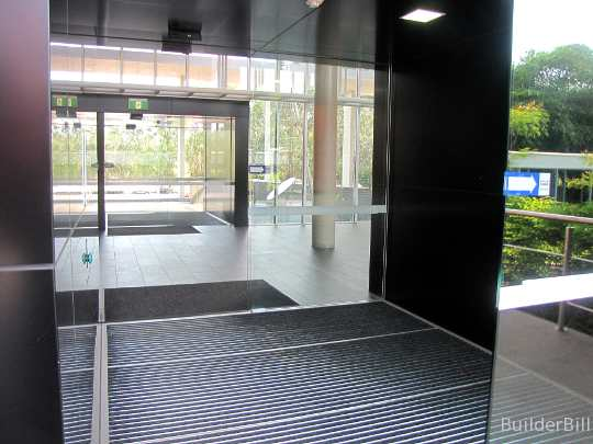 sliding doors air lock
