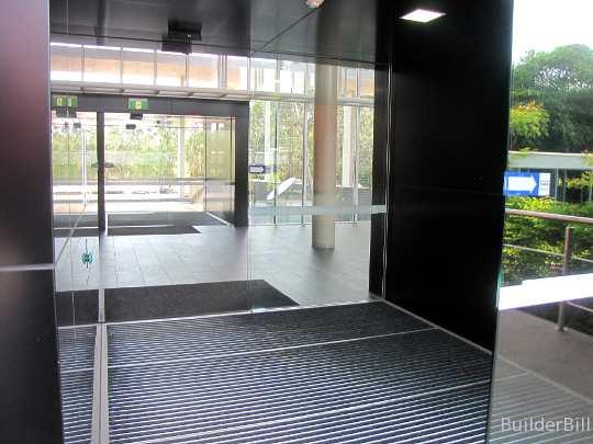 sliding doors air lock
