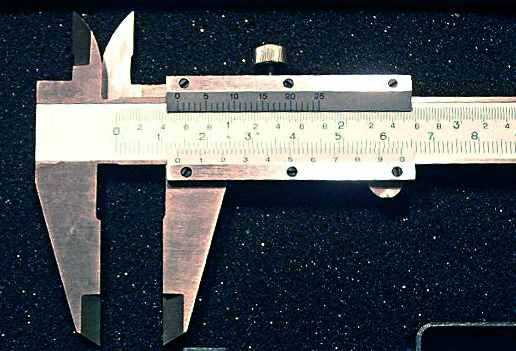 A manual read vernier caliper
