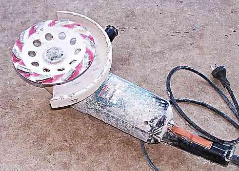 makita angle grinder with 180 diamond disk